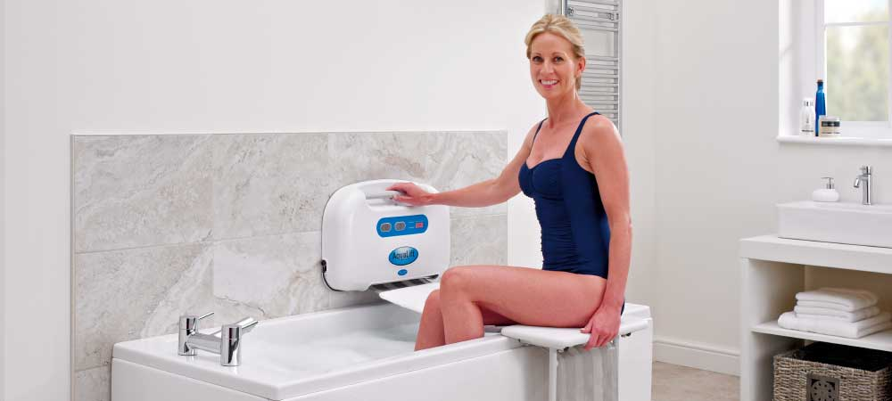 Step 2 - Manoeuvre your legs into the bath